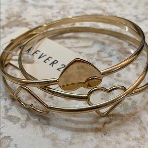 🆕F21 Gold Cut Out Heart Bangle Bracelet Set 3
